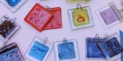 taller montevideo- instalaciones 8 Variedad de esmaltes de vidrio